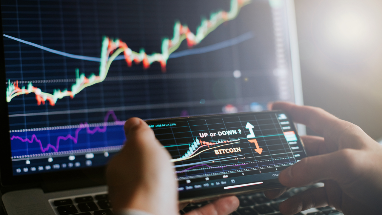 Equity Strategists, Portfolio Managers Share Bitcoin Price Predictions: Survey